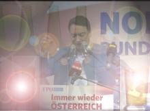 160502 Haimbuchner 1 Mai FlascheGlas Licht1!